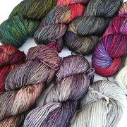 Heute haben wir wieder Nachschub von @malabrigoyarn bekommen. Mit dabei auch ein paar neue, bunte und weniger bunte Farben Rios! Sie sind auch schon online hochgeladen. Zur Erinnerung: bis 3.11. gibt es 10 % auf einen Einkauf in unserem neuen Online-Shop. --- #maschenwerkstattgraz #maschenwerkstatt #yarn #stricken #malabrigo #malabrigorios #wolle #handddyedyarn #handgefärbt #knitstagram #knitting #knittersofinstagram
