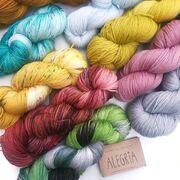 Ein paar neue Farben von @manosdeluruguayyarns Alegria sind bei uns eingezogen und warten darauf, zu Socken verstrickt zu werden ;-).⠀⠀⠀⠀⠀⠀⠀⠀⠀ --- ⠀⠀⠀⠀⠀⠀⠀⠀⠀ #maschenwerkstattgraz #maschenwerkstatt #knittersofinstagram #kniststagram #manosyarns #manosdeluruguay #manosdeluruguayyarns #alegria #manosalegria #sockenwolle #sockyarn #knitting #sockenstricken #sockknitting