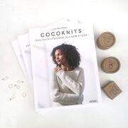Wir freuen uns, euch heute die deutsche Ausgabe des Buches von Julie Weisenberger @cocoknits zu zeigen. Mit der von ihr entwickelten Cocoknits-Methode könnt Ihr einfach Pullover nahtlos von oben nach unten in einem Stück stricken. Natürlich sind viele Modelle im Buch enthalten, ihr lernt aber auch, Pullover für beliebiges Material und in eurer Größe zu entwerfen.⠀⠀⠀⠀⠀⠀⠀⠀⠀ ---- ⠀⠀⠀⠀⠀⠀⠀⠀⠀ #maschenwerkstattgraz #maschenwerkstatt #knittersofinstagram #kniststagram #cocoknits #cocoknitsmethod #stiebner #pulloverstricken #sweaterworkshop #nahtlosstricken #stricken #knitting